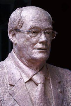 borstbeeld met bril