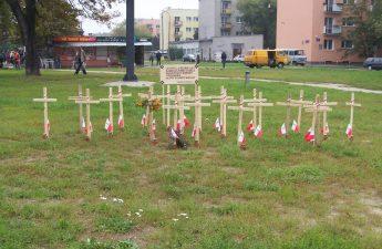 """Krzyże upamiętniające poległych i pomordowanych żołnierzy zgrupowania """"Ostoi"""""""