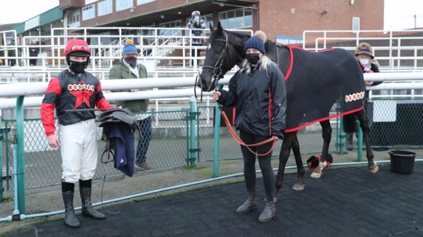 SINCERELY RESDEV and Aiden MacDonald (red / Black) at Sedgefield 24/11/20 Photo by Grossick Racing Photography 0771046 1723