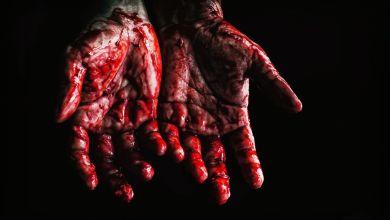 Mãos, banhadas em sangue