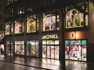 3026858_Monki-outside