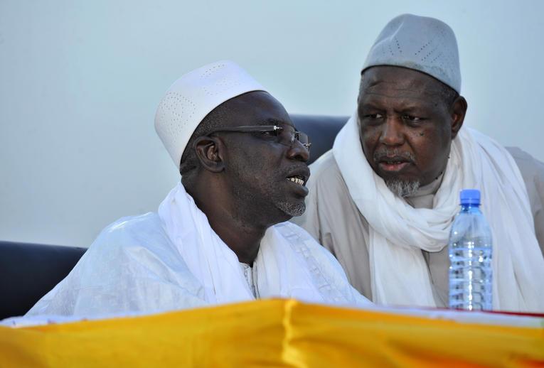 L'immaturité de la société malienne matérialisée par les supers pouvoirs de Ousmane HAIDARA et Mahamoud DICKO