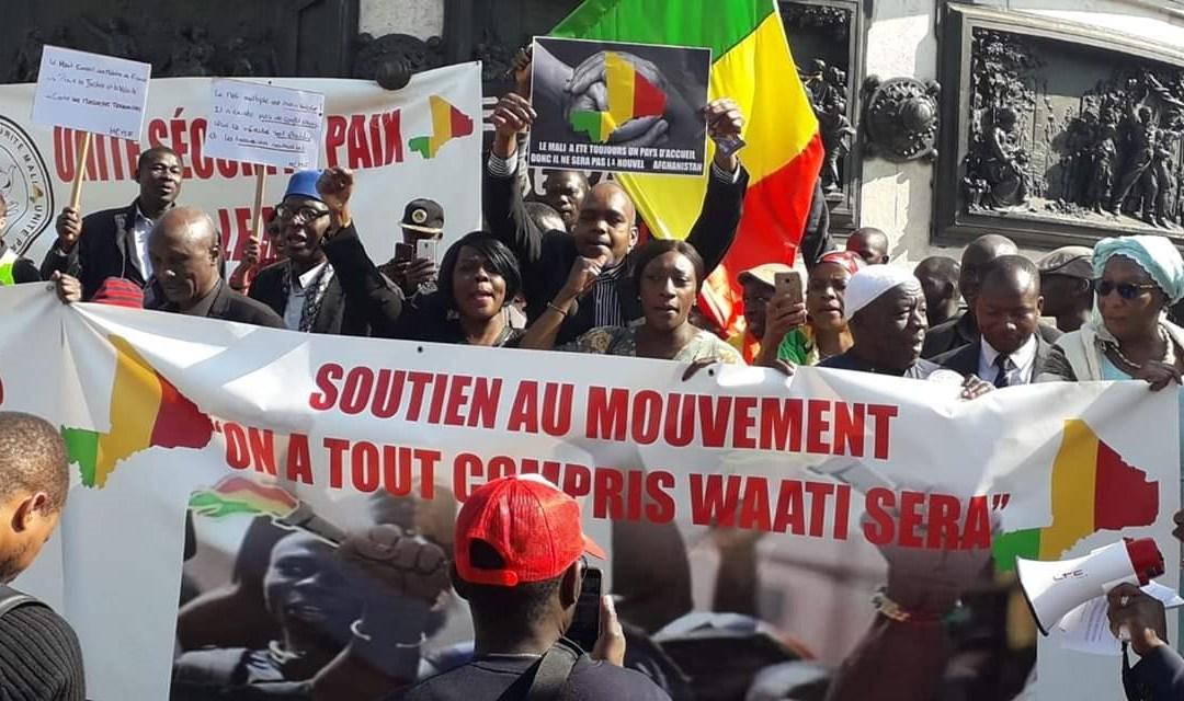 [ Vidéo ] Après les massacres de civils, les maliens se montrent unis à Paris