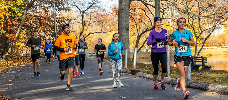 Scenic Woodbury Turkey Trot photos at Bell Lake.