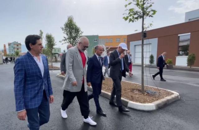 Shqipëria-Pa Kryeministër, por me një kllon cirku