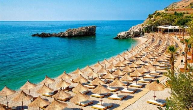 """Kosova """"shpëton"""" turizmin në Shqipëri, përbëjnë 44% të hyrjeve në vend, rikthehen polakët"""