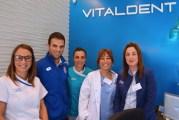 Hugo Vitienes visitó la clínica dental Vitaldent para comprobar su salud bucodental