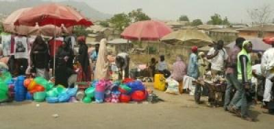 Nigerië is ook 'n land van uiterstes. Benewens die spoghotelle en sakegeboue, gebruik mense in die land allerlei maniere om n bestaan te maak.