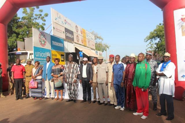 Le départ des coureurs à Dédougou