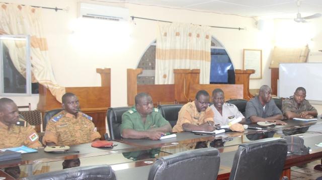 Les membres du poste de commandement opérationnel