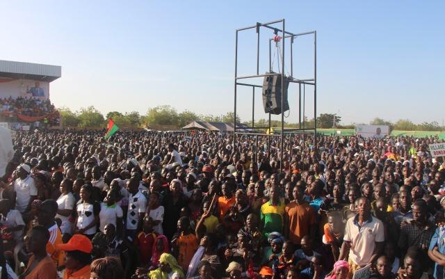 Les militants du MPP écoutant attentivement le programme de société de leur candidat Roch M.C. Kaboré