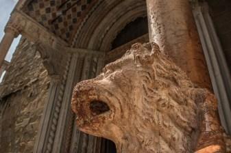 Protiro dei leoni rossi, Giovanni da Campione, Basilica di Santa Maria Maggiore, particolare
