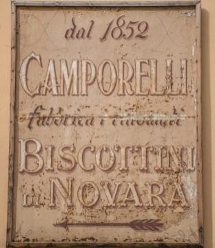 Insegna storica del Biscottificio Camporelli di Novara