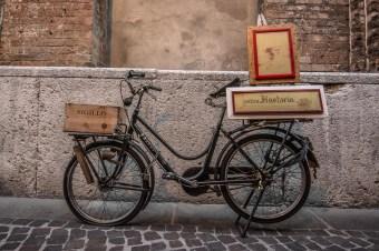 Bicicletta in Via Adelardi