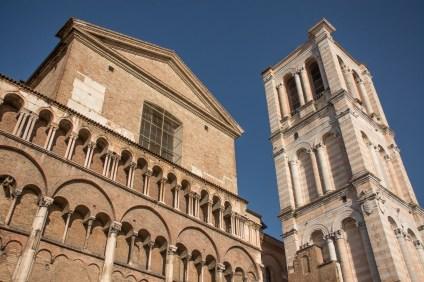 Cattedrale di San Giorgio, fianco meridionale, particolare del campanile e del transetto. destro