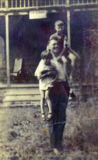 1916, approx Horace Thivierge avec Laurette et Albert