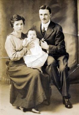 1917, Shawinigan Falls, François et Germaine de Kinder avec Jeanne