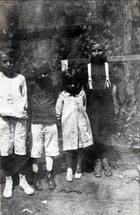 1917, approx Ti-Lou Bergeron, Albert et Laurette Thivierge et Kenny