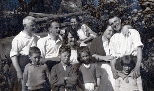 1920 Tom Hogan, Joe Rochford, Lizzie, Helena Rochford, Tina Rochford, Horace Thivierge -en avant- Jimmy Hughes, Albert, Eileen Hogan, Laurette