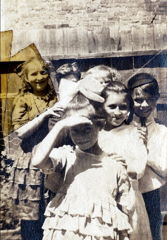 1920 approx Laurette Thivierge au milieu, Albert à droite