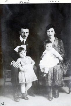 1920, janvier François avec Jeanne et Germaine avec Henriette de Kinder