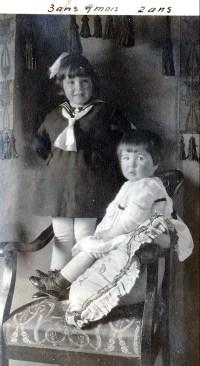 1921, 22 mars Jeanne et Henriette de Kinder