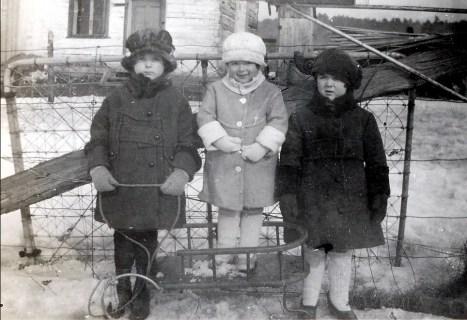 1921, St-Canut - Cécile, Laurette et Simone Joly