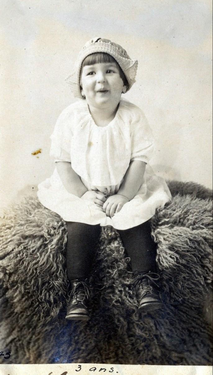 1922, 22 mars Henriette de Kinder à trois ans