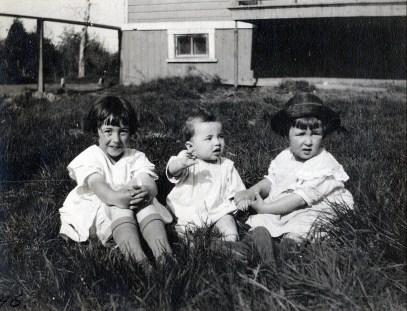 1922, 24 mai - Jeanne, Gaby et Henriette de Kinder - les trois soeurs à Shawinigan