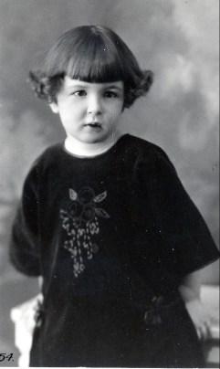 1923, Henriette de Kinder