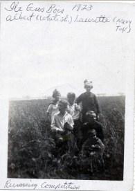 1923, Laurette et Albert Thivierge, Antoinette et Laurette Bergeron, ...
