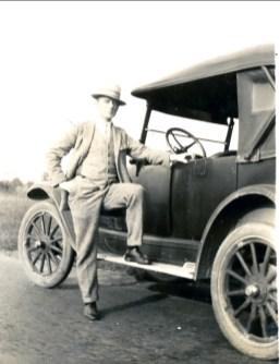 1925, approx Jean der Kinderen (Onkel) avec sa Chevrolet