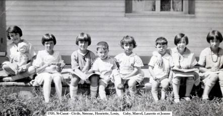 1926, St-Canut - Cécile, Simone, Henriette, Louis, Gaby, Marcel, Laurette et Jeanne copie