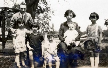 1926, St-Canut - François de Kinder, Gaby, Jeanne, Louis, Germaine avec Robert, Henriette