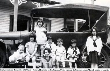 1926, chez tante Bernadette à St-Canut - Robert, Henriette, Gaby, Simone, Cécile en avant de Simone, Louis, Marcel, Jeanne et Laurette