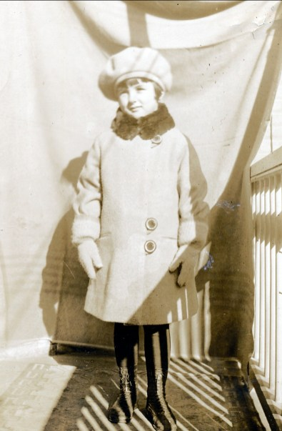 1927, Henriette de Kinder