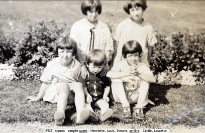1927, approx rangée avant - Henriette et Louis de Kinder, Simone Joly, arrière - Cécile et Laurette Joly