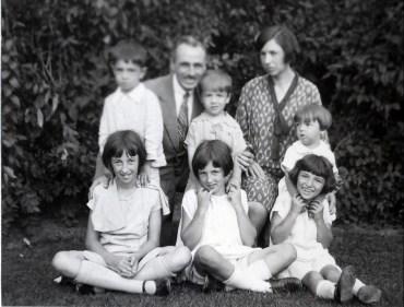 1928, 2 septembre 1e Jeanne, Henriette, Gaby, 2e Louis, Framçois, Robert, Germaine et Maurice -de Kinder