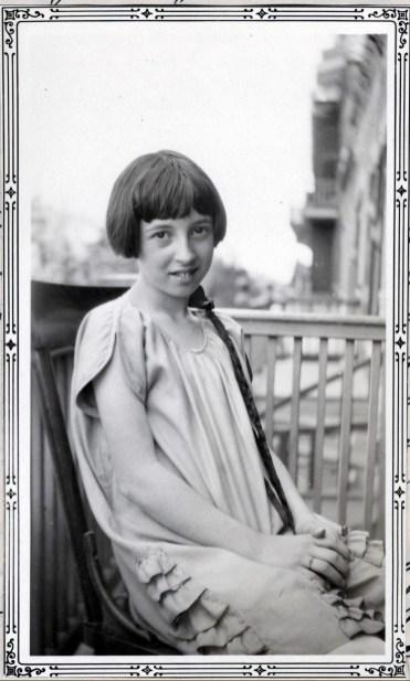 1928, Jeanne