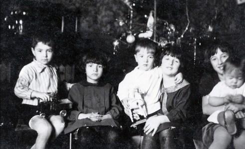 1928, Louis, Gaby, Henriette avec Robert, Jeanne avec Maurice