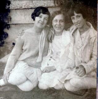 1929, Cécile Joly, Félicité Bordeleau et Jeanne de Kinder