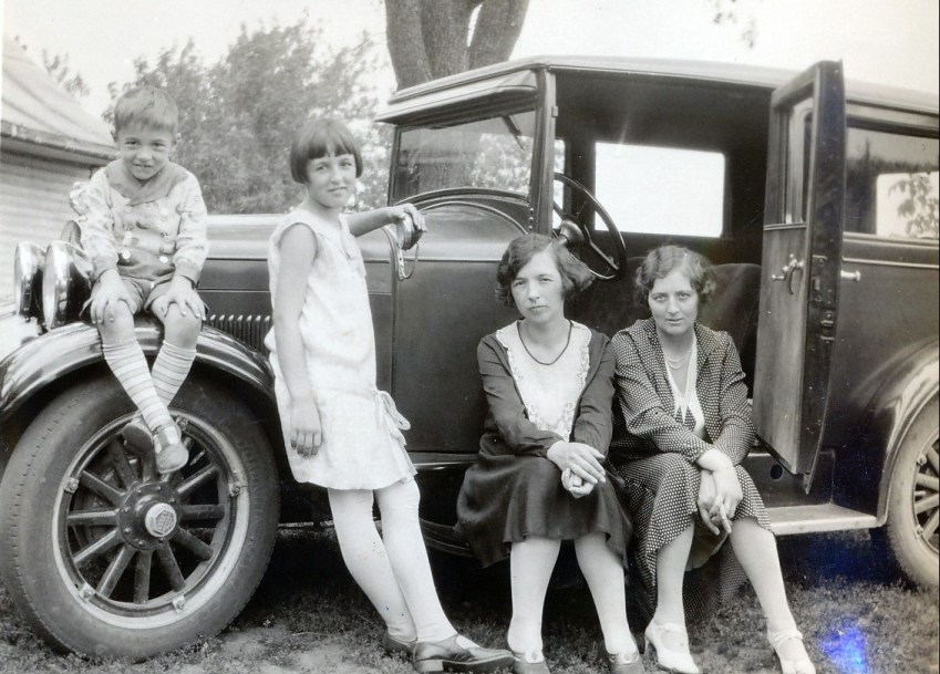 1930, Robert, Henriette et Germaine de Kinder et miss Alida Daubt