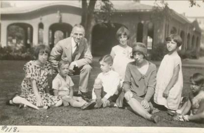 1930, famille de Kinder au parc St-Viateur