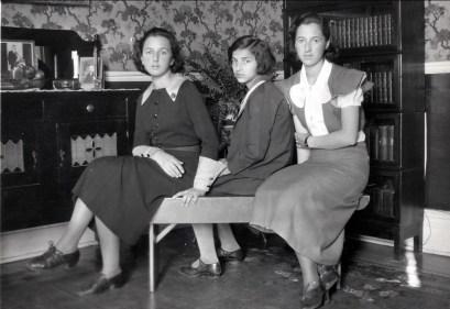 1933, les trois soeurs - Henriette, Gaby et Jeanne