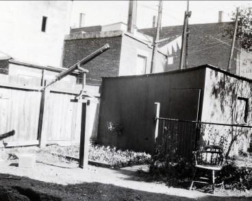 1934, lunette astronomique dans la cour de la nouvelle résidence au 5755 Waverly