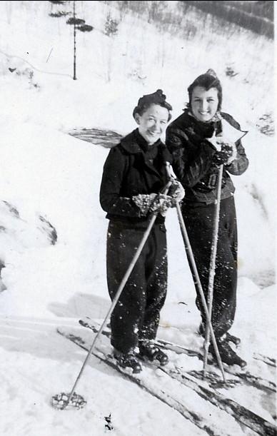 1936, approx Rose-Aimée et Henriette à Shawinigan Falls