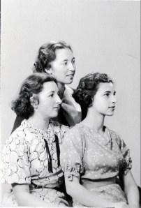 1936, les trois soeurs Henriette, Jeanne et Gabrielle de KInder (2)
