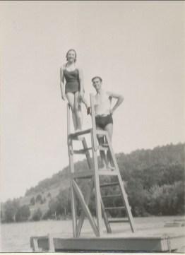1937, Henriette et Raymond Tanguay au lac Sarrasin