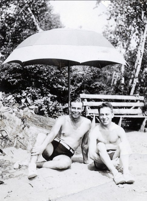 1938, approx Albert Thivierge à gauche
