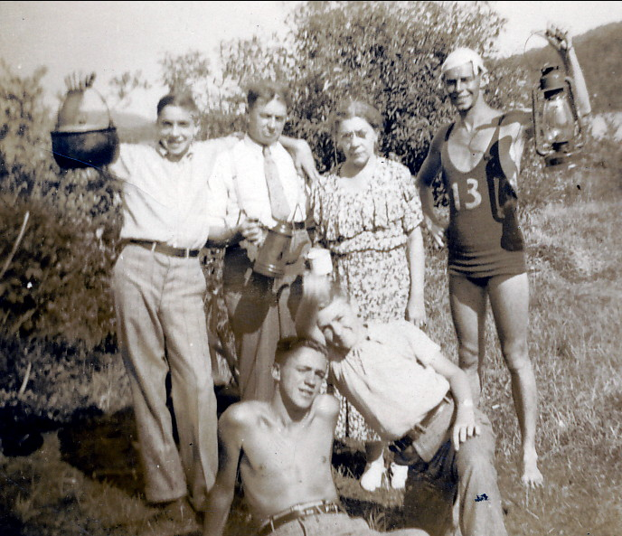 1938, approx Albert Thivierge #13 et cousins